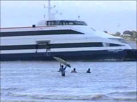 ▶ Surf no Tejo na onda do catamarã - YouTube