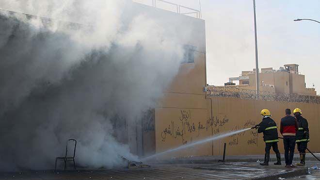 انسحاب جميع المتظاهرين من محيط السفارة الأميركية في بغداد انسحب جميع المتظاهرين من أنصار الحشد الشعبي من العراق أمريكا Www Alayyam