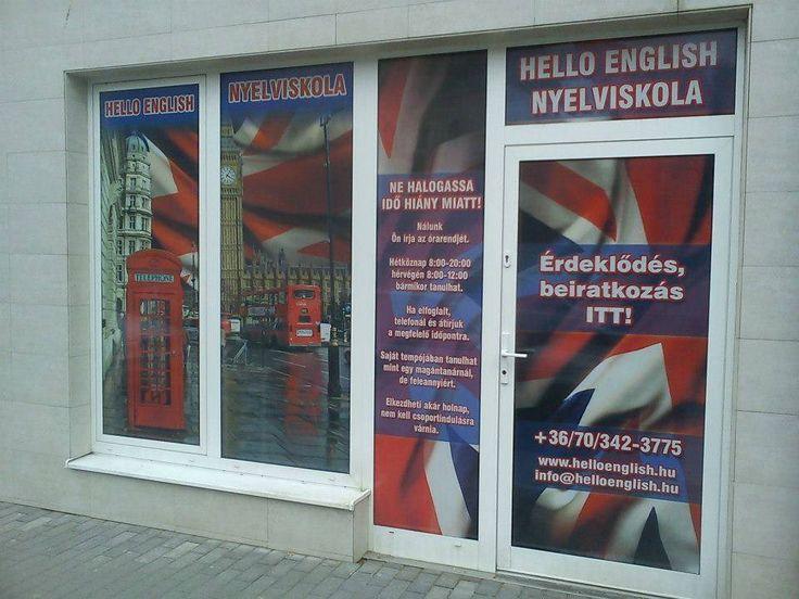 A Hello English Nyelviskola régi utcai kirakata.
