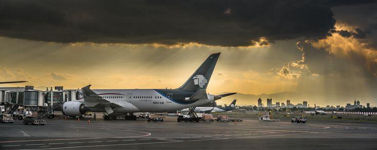 https://flic.kr/p/rUw3MF | Aeromexico B787 entre sol y lluvia (MEX) | Ciudad de México, DF - Mexico - Aeromexico -- Boeing 787-8 Dreamliner, reg. N967AM (cn 35312/163) - MEX/MMMX Airport - Aeropuerto Internacional Benito Juarez (AICM) (Nikkor MF 50mm f/1.2 AI-S)