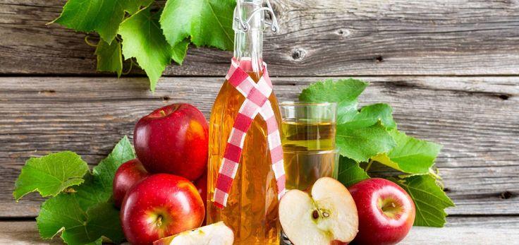 Apfelessig hilft dir bei: Akne, Juckreiz, Pickeln Hämorrhoiden  Du brauchst: 1 Tropfen Apfelessig 1 Wattestäbchen/-pad  Und so geht's: Trage den Essig mit einem Wattestäbchen bzw. -pad auf die betroffene Stelle auf. ...