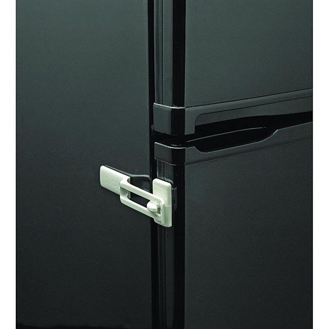 This Fridge Guard appliance safety latch comes in a neutral white and keeps refrigerator doors safe and shut. Brand: Parent Units Color: White Materials: High grade durable plastic Keeps refrigerator