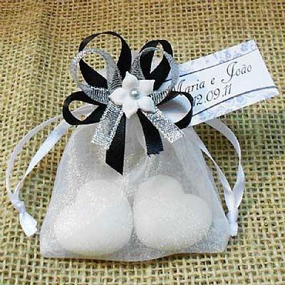 Lembrancinha de Casamento Saquinho de Organza Decorado com Sabonetes $3.25