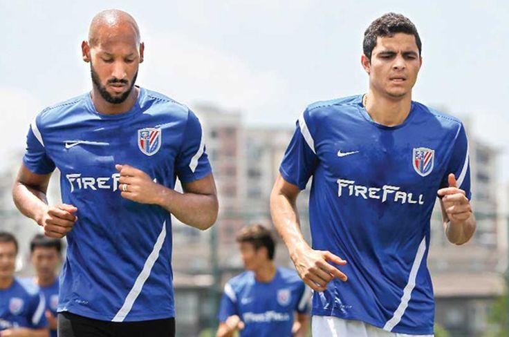 Giovanni Moreno y Daniel Bocanegra estarían en el radar del equipo xeneize para la temporada 2015.