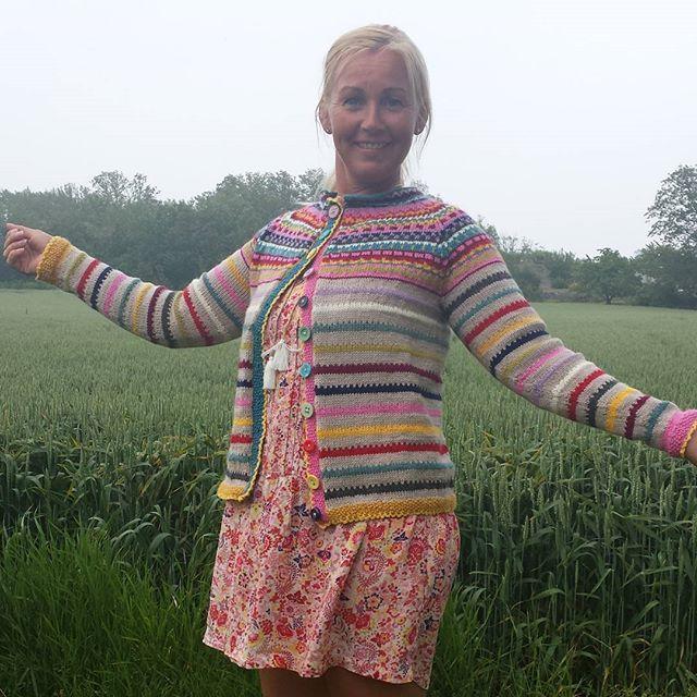 Egenkomponert Candy Chrush jakke  #sommer #strikkedilla #koftedilla #candycrushkofta #sommerfarger #restegarn