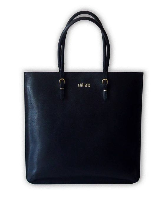 Borsa BLOG nera in pelle di saffiano  40x58 cm di GhirigoroT-Shirts
