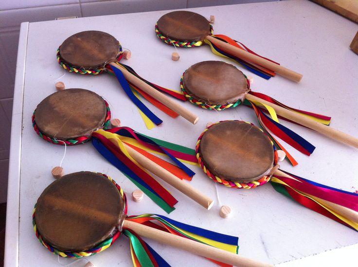 Tambores rotativos  feitos com pele de cabra