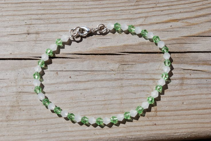 "Green and white beaded bracelet with silver plated metal cord,  7,4"" long - single strand bracelet - everyday jewelry - stackable by leonorafi on Etsy"