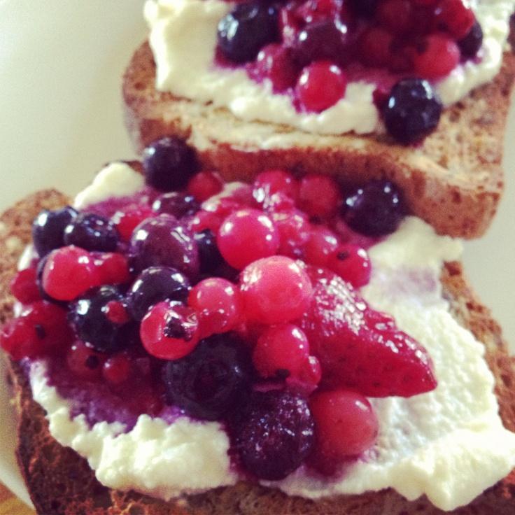 Michelle Bridges Berry Bruschetta - Berry Good! 12wbt meal