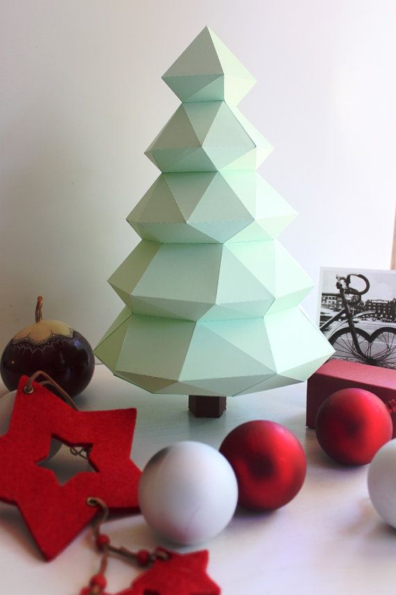 Weihnachtsbaum, Christbaum, in DIY KIT  Sculpaper präsentiert einen hübschen Weihnachtsbaum zu schmücken Ihr Haus, Zimmer oder Büro.  Diese niedlichen Weihnachtsbaum wird perfekt für ein Weihnachtsgeschenk sein.  Es ist minimalistisch, sehr Design und werden gerne zu Hause verbringen den Urlaub im Dezember!  Um es selbst zu mounten ist es erforderlich, ca. 90 min. voller Glück zu widmen  Der Schwierigkeitsgrad ist leicht, ideal zum Starten oder verbringen Sie eine schöne Zeit mit Ihren…
