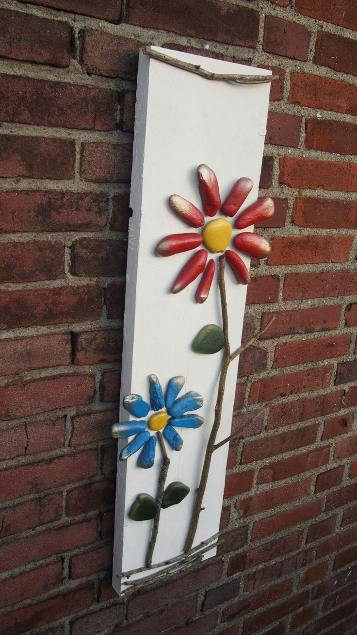 Wall decoration made of painted stones
