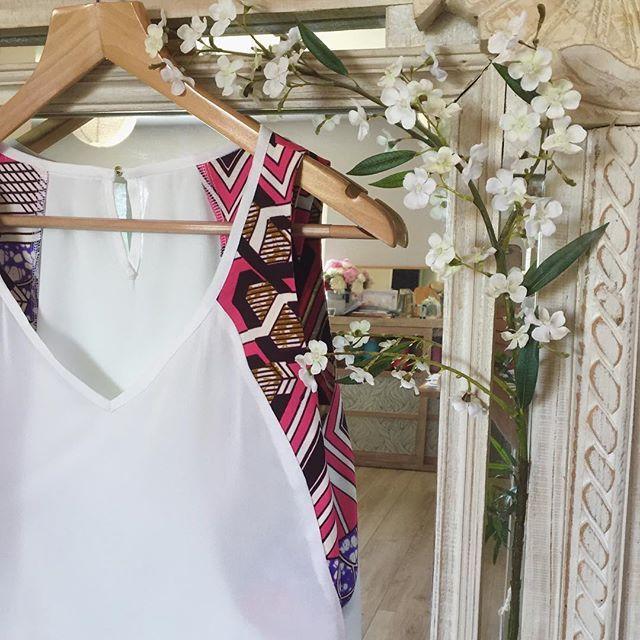 Appliqué en petite touche ou bien en total look, je ne résiste pas au wax et vous? #jeportecequejecouds #couture  #coutureaddict  #couturefashion #picoftheday #tenuedujour #instacouture  #sewing  #sewingpattern  #instasewing  #fashioncouture #handmade  #passioncouture  #mode  #fashion  #instafashion  #blogcouture  #sewingbloggers  #cousumain  #handmadeclothing  #fabric  #Paris  #lookoftheday  #tenuedujour  #instamode #blogcouture #wax