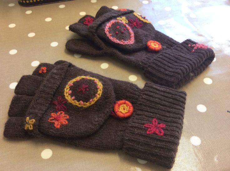 Gloves with embrodery