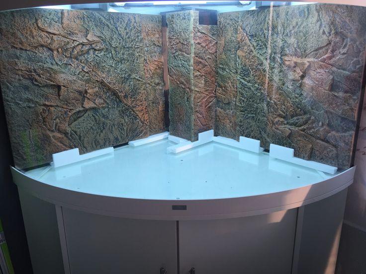 """Wieunschwer zu erkennen wurdemeinTrigon 350schon im Vorfeld mit einer Rückwand ausgestattet. Damein Becken mit brutto 350 Liter nicht zu den größten gehört, entschlossich mich für eine Rückwand die nicht allzu sehr aufträgt. Unter den Aquarianern wird dasmeist nur wenige Zentimeter dicke Felsenimitat auch gerne als """"Slim-Rückwand"""" bezeichnet.   #CliffDark #CliffLight #Dekor #Einbauanleitung #Juwel #Rückwand #StoneClay"""