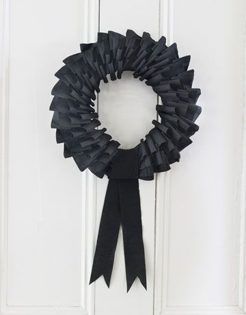 Black Paper Wreath by countrylivingPaper Wreaths, Halloween Decor, Crepes Paper, Ribbons Wreaths, Paper Streamers, Halloween Wreaths, Crepe Paper, Black Wreaths, Crafts
