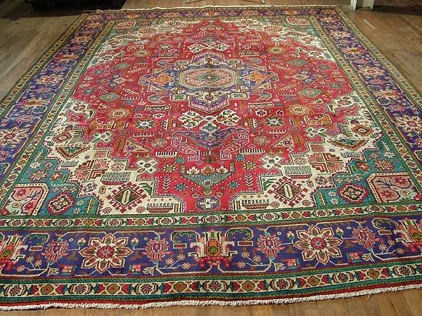 Antique Carpet Adds A Close Comfortable Home Y Feel