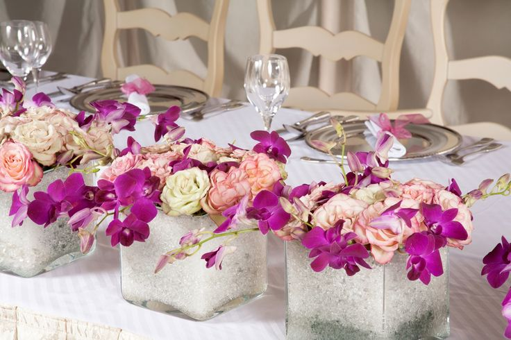 Dekoracja stołu, fot. shutterstock #pink #decorations #wedding #white #party #flowers #ideas #parties #home #guests