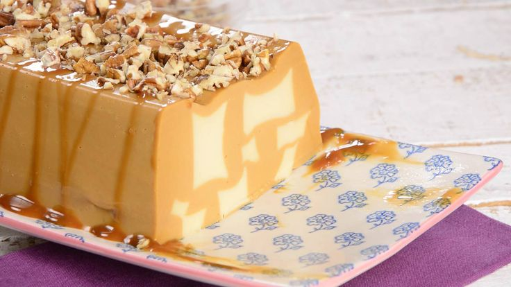 Nuestros sabores favoritos en una divertida gelatina de mosaico de cajeta con vainilla, es la combinación perfecta de sabor, para compartir en familia, además es una receta sumamente refrescante y la gelatina más suave y cremosa que podrás comer.
