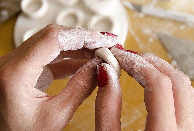 Working on some new rings #olgakabie #olgakabieprocess #porcelain #process