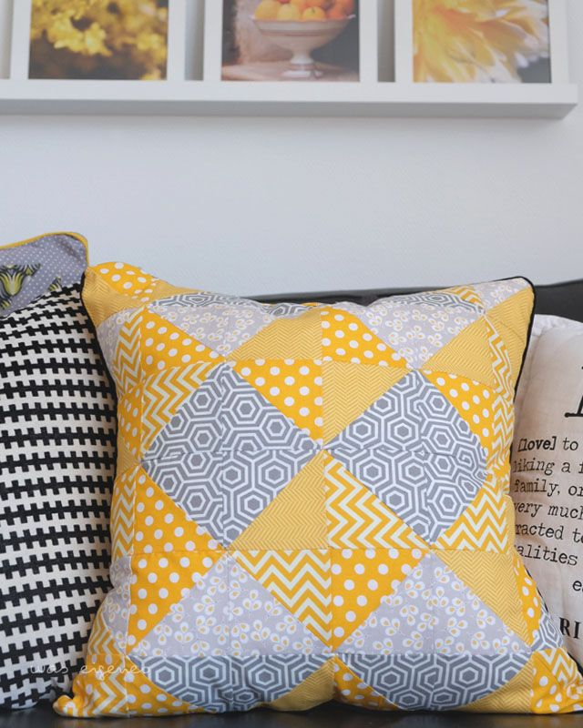 patchwork pillow / triangles / Kissen