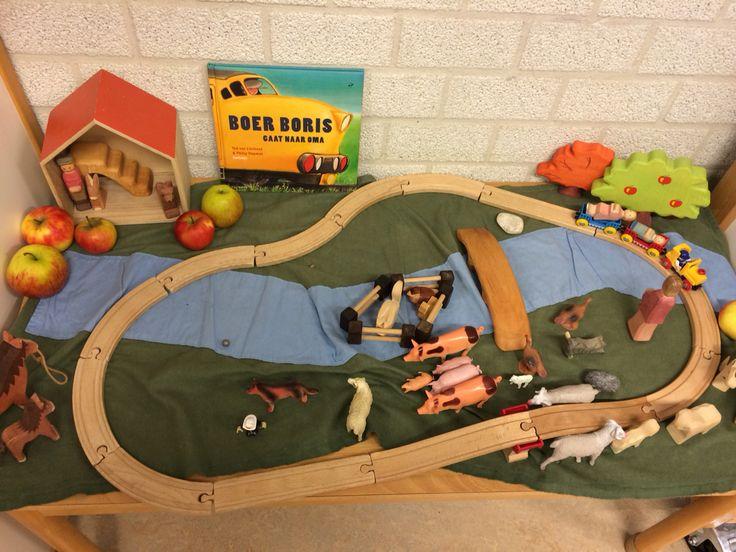 """Een door de kinderen zelfgemaakte verteltafel over het prentenboek """"Boer Boris gaat naar oma"""".@kleuterleerkracht @obs-koppel"""