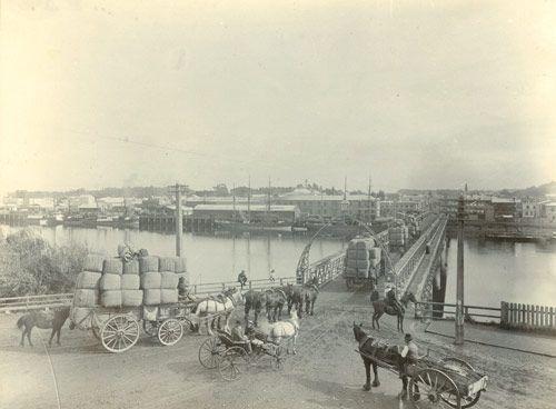 Whanganui town bridge, around 1904