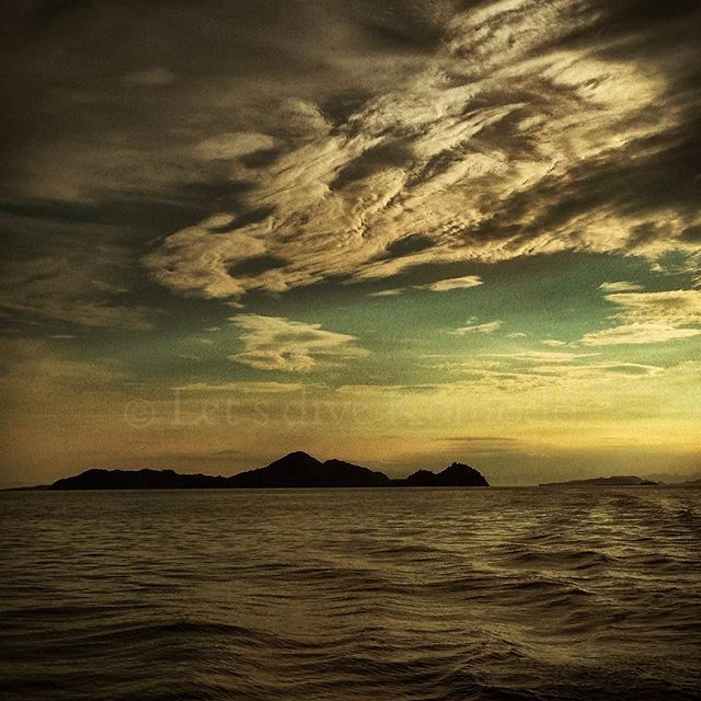 Sunset #madness is a recurring #bliss at Labuanbajo. Who doesn't want a day of #diving to end like this?  #komodo #labuanbajo #scuba #livetoscuba #liveaboard #sunset #clouds #beautiful #dream #sky #explore #ocean #sea #travel #holiday #backpacking #wanderlust #live #enjoy #life #passion #lifestyle #photography #instadaily #photooftheday #instadive