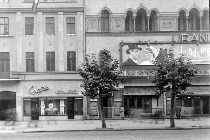 1950-es évek végén a gyönyörű Uránia mozi.