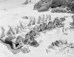 WAN-0003753 © WestPix (DATE UNKNOWN - POSSIBLY CIRCA 1950s) GIRLS SUNBATHING AT THE BASIN.