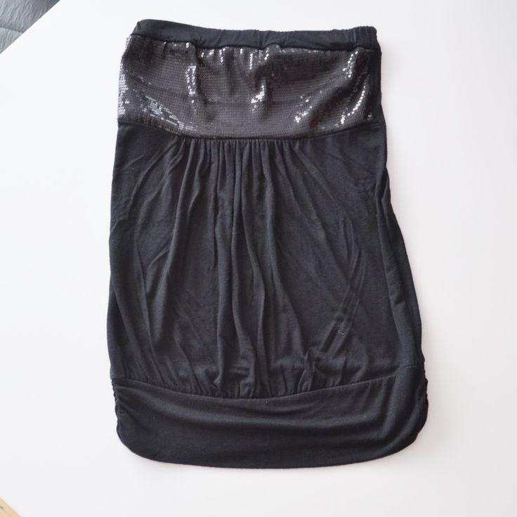 Strapless topje met pailetten  Merk: Lola&Liza Maat: 38 Shop via https://shop.beautytalk.be/product/strapless-topje-met-pailletten-lolaliza/