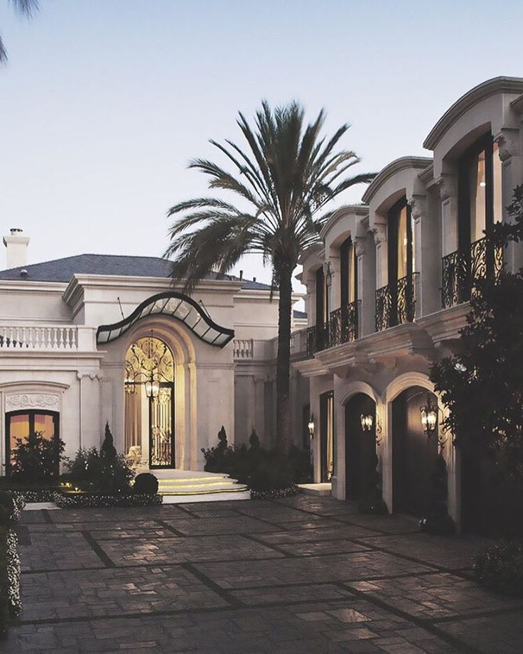 Gorgeous!!!!  The orientation and the driveway is perfect, would use different tiles.