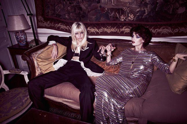Смокинги и богемные платья в весенних коллекциях Haute Couture Versace, Chanel, Gucci | VOGUE