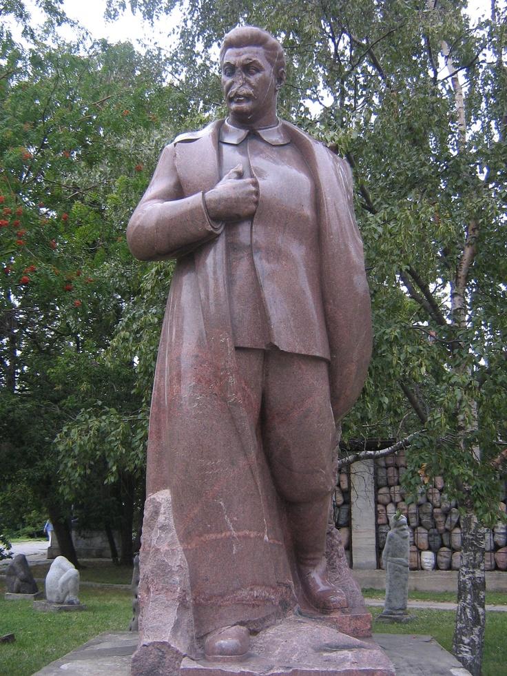 Iosif Vissarionovič Džugašvili (senza il naso) - Parco delle Statue Cadute, Mosca