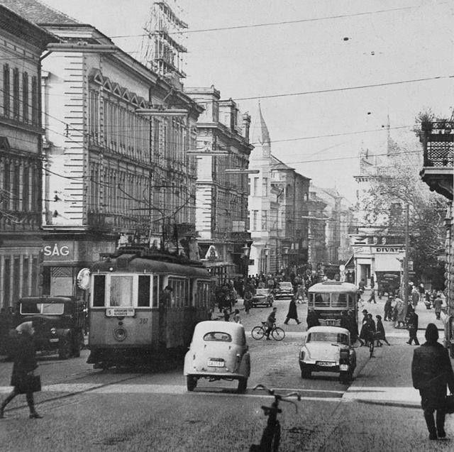 Széchenyi tér Híd u. villamossal