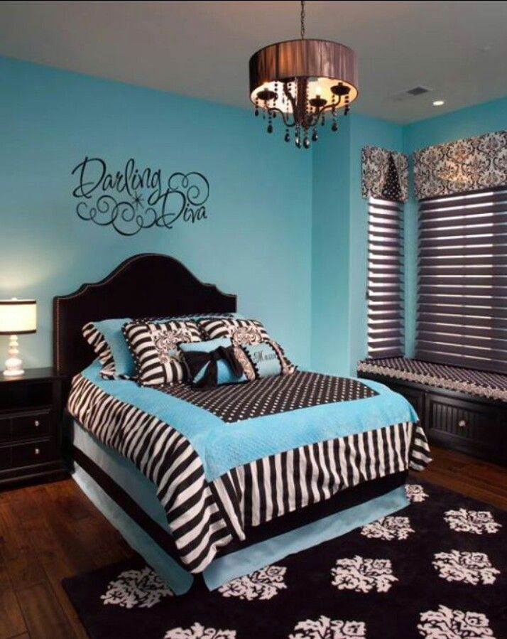 Bedroom decor - I love black & white its soooo versatile! Dots, stripes and damask....