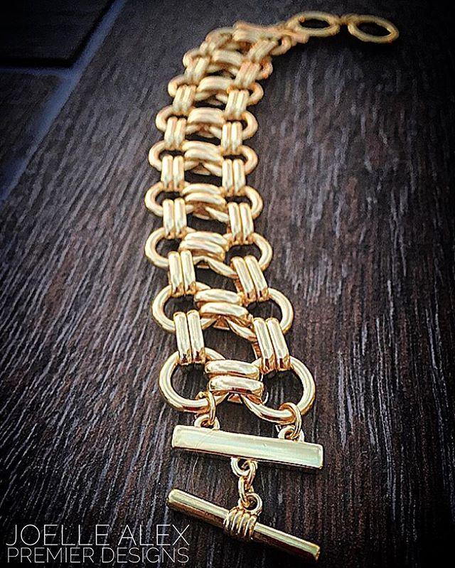 """So in love with the NEW @premierdesignsinc """"Goldie"""" bracelet!! Gold is SOOOO…"""