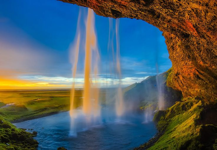 Seeing+More+than+Just+the+Northern+Lights+in+Iceland