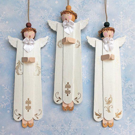 Set di tre, primitivo individualmente artigianali, arte popolare Angelo Natale ornamenti sono fatti da legno, poi la mano dipinta sul davanti e