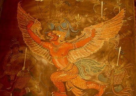 가루다  -힌두교의 신명. 조류의 왕이라는 전설상의 거조(巨鳥). 인간의 몸체에 독수리의 머리와 부리, 날개, 다리, 발톱을 가지고 있는 모습으로 묘사되며 금시조(金翅鳥), 묘시조(妙翅鳥)라고 번역된다. 가루다는 사족(蛇族)의 노예가 된 어머니 비나타를 구하기 위해서 불사의 음료수인 아므리타(감로)를 신에게서 빼앗아, 사족에게 가져간다. 그러나 인드라신과 밀약을 맺고 그것을 다시 뱀에게서 빼앗아서 그 이후, 뱀(용)을 상식으로 하게 되었다고 한다. 또한 가루다는 비슈누신과 주종관계를 맺고, 비슈누가 타고 다니게 된다.