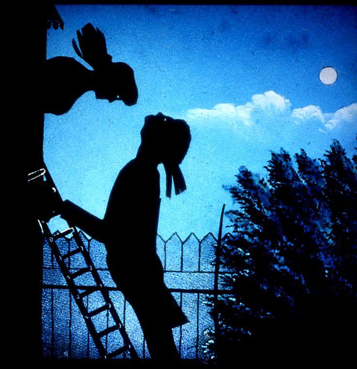 """""""L'amore è come il morbillo: dobbiamo passarci tutti"""" Jerome Klapka Jerome  In modo ironico, ma non irriverente, vogliamo ricordare la Festa degli Innamorati che a breve verrà celebrata in mezzo mondo!  E' vero che il lato commerciale sembra prevalere in ogni festa, che non bisogna dedicare un solo giorno all'amore; ma è anche vero che avere un giorno sul calendario che ci ricorda d'amare, non può proprio definirsi un male! ;)   Vetro per Lanterna Magica."""