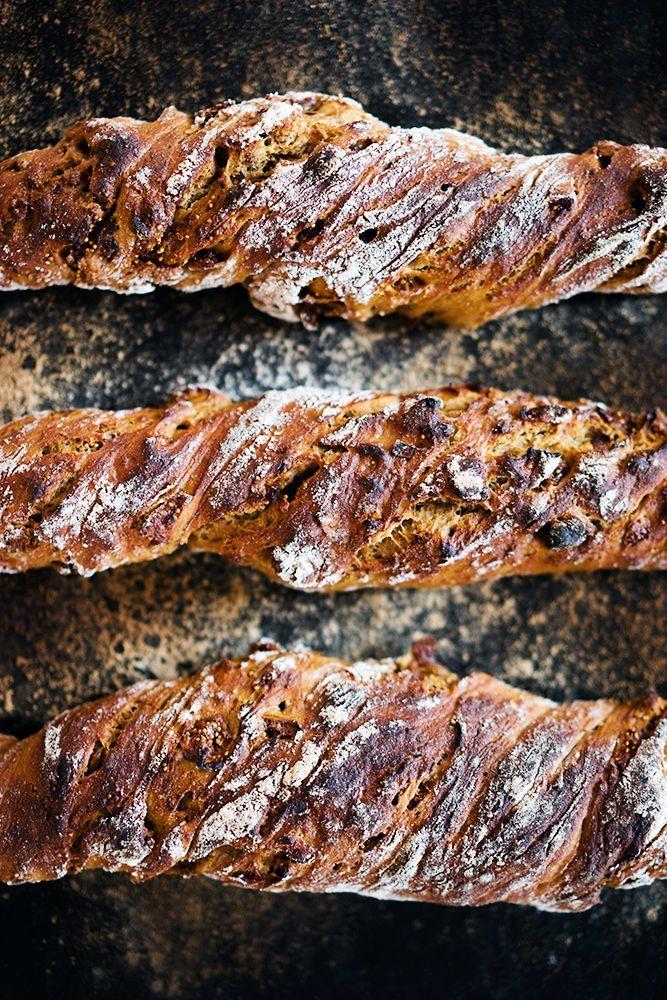 No Knead Baguette Mit Haselnussen Feigen Und Kardamom No Knead Baguette Bread With Hazelnuts Dried Figs And Card Berliner Kuche Rezepte Lebensmittel Essen