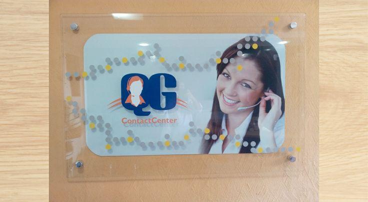 Plotagem em vidro com espaçador, criado para a empresa QG CONTACT CENTER.