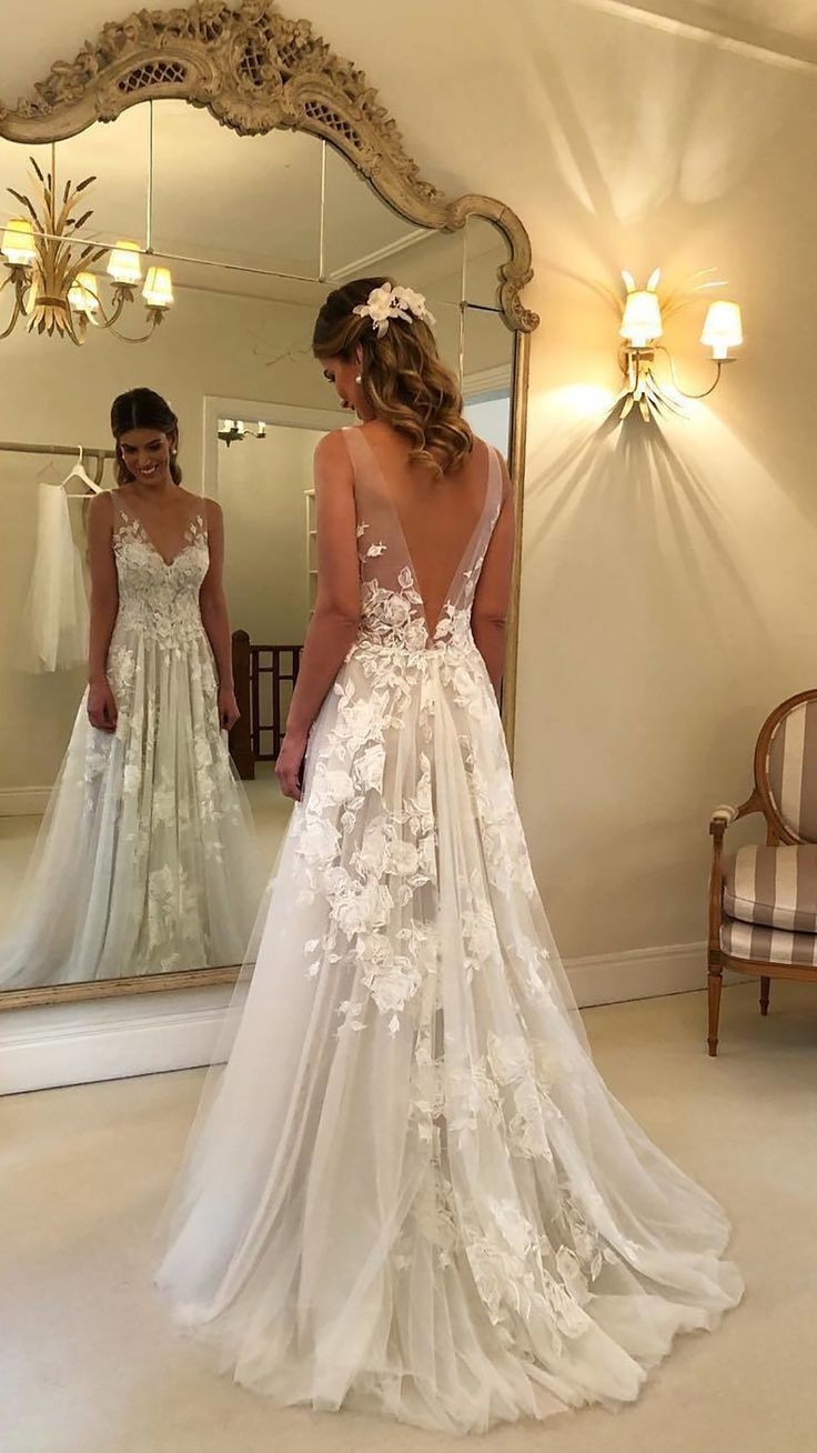 Long Sleeve Lace Applique Wedding Dress V-neck Backless Beach Bridal Gown A-line