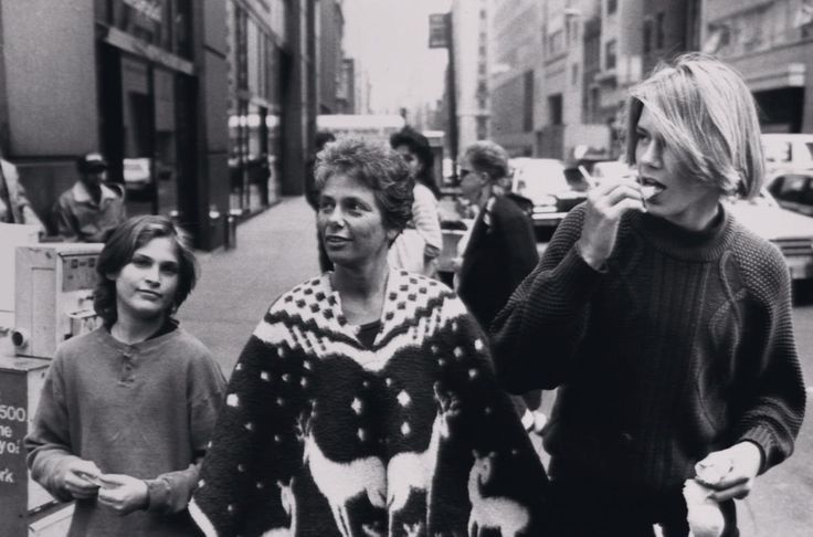 River Phoenix (1970-1993) grew up with five siblings, the most famous of them being Oscar-winning actor Joaquin Phoenix. River is pictured here in New York City with a young Joaquin (l.) and his mother in 1988.