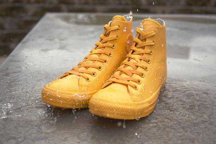 Converse cria calçados monocromáticos impermeáveis Coleção Chuck Taylor Rubber é ideal para os dias de chuva