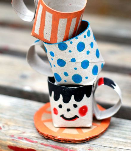DIY paper roll cups - Great for decorations for an Alice in Wonderland party, just color in the party theme colors and patterns.