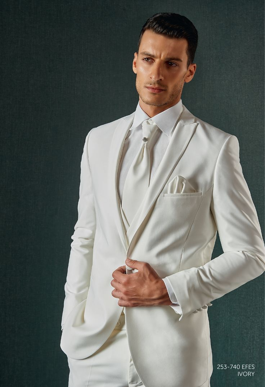 Trajes de novio blanco para boda for Trajes de novio blanco para boda