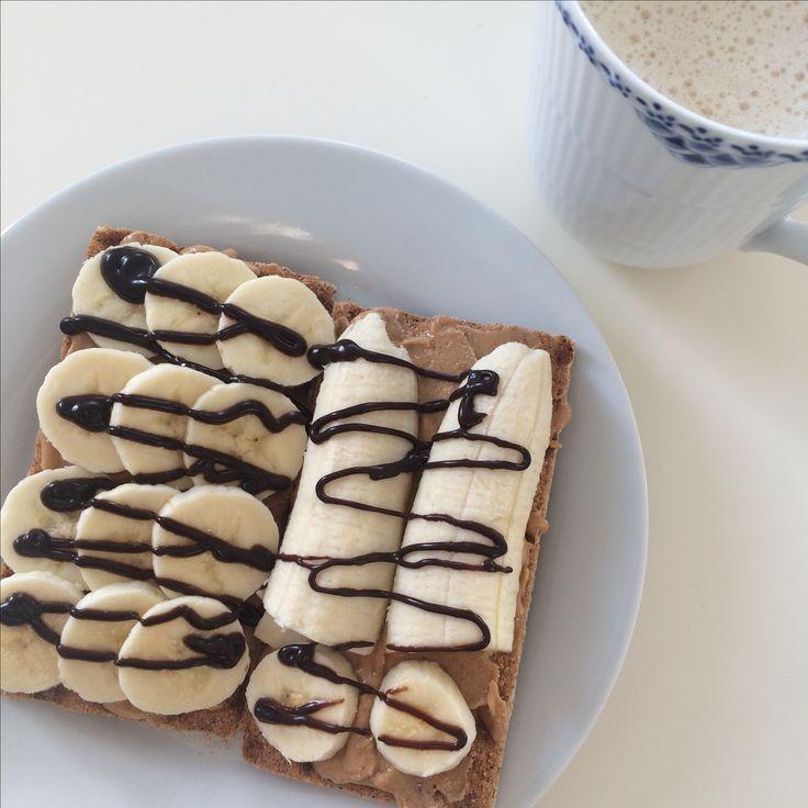 Øko knækbrød med peanutbutter og banan på, toppet med zero topping fra bodylab.  Min ynglings morgenmad lige i øjeblikket   #peanutbutter #banana #health #breakfast