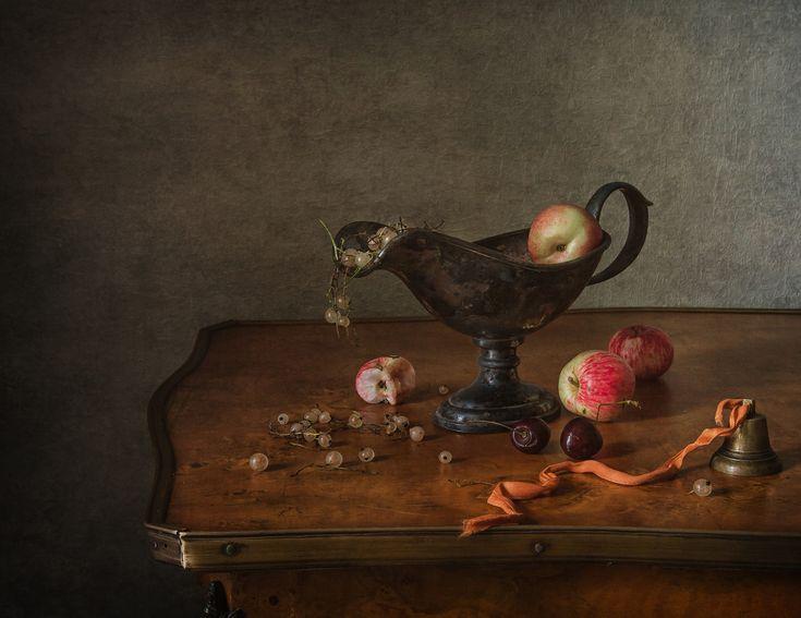 Фрукты, ягоды и колокольчик© Анна Петина   Натюрморт ...