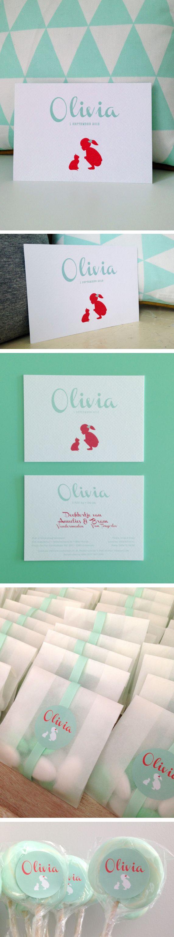 Geboortekaartje Olivia, silhouette met poes en meisje. Koraalrood en muntgroen.